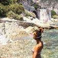 """Lola, candidate des """"Reines du shopping"""" (M6), dévoile son corps de rêve en bikini."""