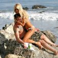 Shauna Sand et son chéri, sur la plage