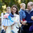 Le prince William et la duchesse de Cambridge avec leurs enfants lors d'une fête pour les familles de militaires, le 29 septembre 2016, lors de la visite de la famille au Canada.