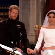 Mariage du prince Harry et de Meghan Markle le 19 mai 2018, main dans la main en la chapelle St George à Windsor. Meghan porte une robe de mariée confectionnée parClare Waight Keller pour Givenchy, Harry porte son uniforme de capitaine des Blues and Royals.