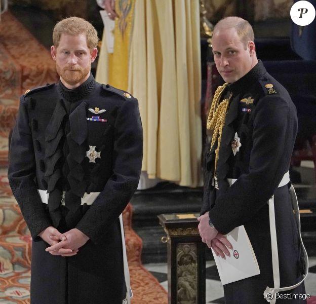 Le prince Harry avec son frère le prince William, duc de Cambridge, qui était son témoin, lors de son mariage avec Meghan Markle en la chapelle St George à Windsor le 19 mai 2018.