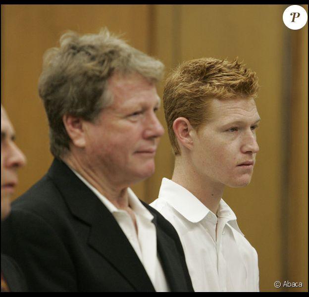 Ryan O'Neal et son fils Redmond devant le tribunal de Malibu en janvier 2009