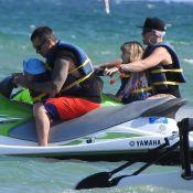 Pink : Canon en maillot de bain, elle s'éclate en vacances avec sa famille