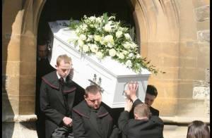 L'enterrement de Jade Goody : à la sortie de l'église sa maman et son mari étaient effondrés...