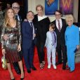 "Sarah Jessica Parker, Matthew Broderick, Uma Thurman, Barbara Windsor, Scott Whittman, Marc Shaiman lors de la première de la comédie musicale ""Charlie and the Chocolate Factory"" à Londres le 25 juin 2013."