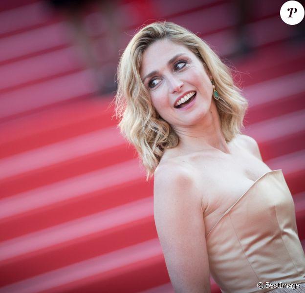 """Julie Gayet - Montée des marches du film """" Les Eternels """" lors du 71ème Festival International du Film de Cannes. Le 11 mai 2018 © Borde-Jacovides-Moreau/Bestimage"""