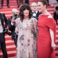 """Isabelle Adjani (en robe Dior) lors de la montée des marches du film """"Everybody Knows"""" en ouverture du 71e Festival de Cannes, le 8 mai 2018. © Borde-Jacovides-Moreau/Bestimage"""