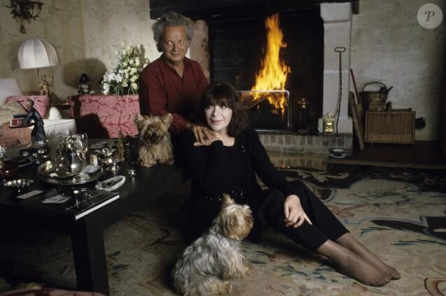 Juliette Gréco et son mari Gérard Jouannest à leur domicile dans l'Oise en octobre 1990.