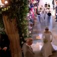 Meghan Markle est apparue dans sa robe de mariée signée Clare Waight Keller pour Givenchy, dont la traîne est portée par les enfants d'honneur, le 19 mai 2018 à Windsor pour son mariage avec le prince Harry.
