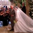 Meghan Markle, conduite à l'autel par le prince Charles, est apparue dans sa robe signée Clare Waight Keller pour Givenchy le 19 mai 2018 à Windsor pour son mariage avec le prince Harry.
