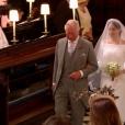 Meghan Markle, au bras du prince Charles chargé de la conduire à l'autel, est apparue dans sa robe signée Clare Waight Keller pour Givenchy le 19 mai 2018 à Windsor pour son mariage avec le prince Harry.