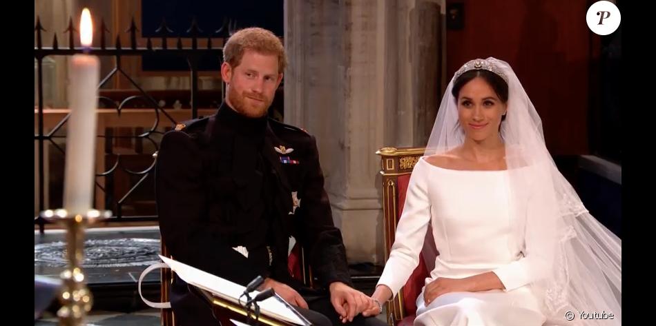 Mariage du prince Harry et de Meghan Markle le 19 mai 2018, main dans la  main en la chapelle St George à Windsor. Meghan porte une robe de mariée