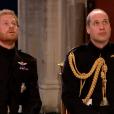 Le prince Harry avec son frère William, son témoin, lors de son mariage avec Meghan Markle le 19 mai 2018 en la chapelle St George à Windsor. Les deux frères portent leur uniforme des Blues and Royals.