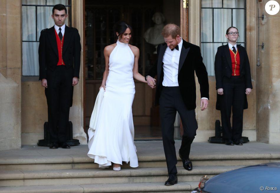 """Le prince Harry, duc de Sussex, et Meghan Markle, duchesse de Sussex, habillée d'une robe Stella McCartney et portant une bague sertie d'une aigue-marine ayant appartenu à Lady Diana, ont quitté le château de Windsor après la réception offerte par Elizabeth II pour rejoindre à bord d'une Jaguar E-Type Concept Zero immatriculée """"190518"""" Frogmore House où avait lieu la réception de leur mariage, le 19 mai 2018."""