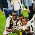 Blaise Matuidi sacré champion d'Italie avec la Juventus de Turin le 19 mai 2018. Le footballeur a fêté ce titre en famille, avec sa femme Isabelle et leurs trois enfants  Myliane, Naëlle et Eden.
