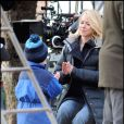 "Naomi Watts et son fils Alexander Pete, sur le tournage de ""Fair Game"", dans le quartier de Brooklyn, à New York, le 7 avril 2009 !"
