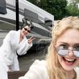 Angelina Jolie et Elle Fanning sur le tournage de Maléfique 2 (photo postée le 30 mai 2018)