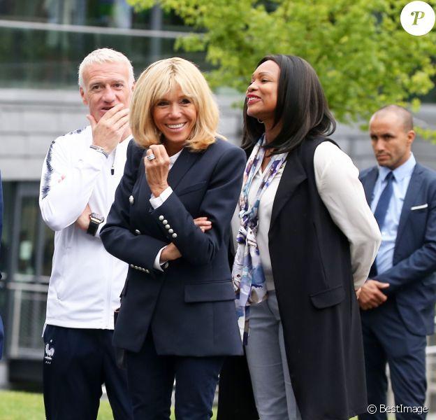 Hugo Lloris, capitaine de l'équipe de France de football, Didier Deschamps, sélectionneur de l'équipe de France de Football, Brigitte Macron, Laura Flessel, ministre des sports - Le président et son épouse rencontrent les joueurs de l'équipe de France de football qui participeront à la coupe du monde au centre de Clairefontaine le 5 juin 2018.