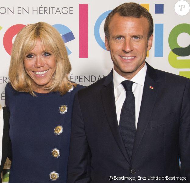 Le président de la République française Emmanuel Macron et sa femme la Première Dame Brigitte Macron (Trogneux) lors de l'inauguration de l'exposition Israel@Lights à Paris, France, le 5 juin 2018.