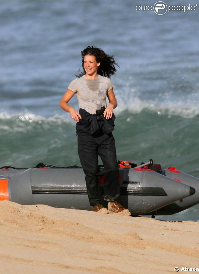 """Evangeline Lilly en tournage de la saison 5 de la série """"Lost"""", sur une plage d'Hawaii, en mars 2009 !"""