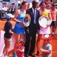 Amélie Mauresmo a remporté la finale doubles femmes du tournoi des légendes avec Nathalie Dechy, à Roland-Garros. Le 9 juin 2018.