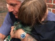 """Suicide d'Anthony Bourdain : Sa fille de 11 ans, """"courageuse"""", monte sur scène"""