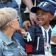 Isabelle Matuidi et son fils Eden - Célébrités dans les tribunes lors du match de coupe de monde de la France contre l'Australie au stade Kazan Arena à Kazan, Russie, le 16 juin 2018.