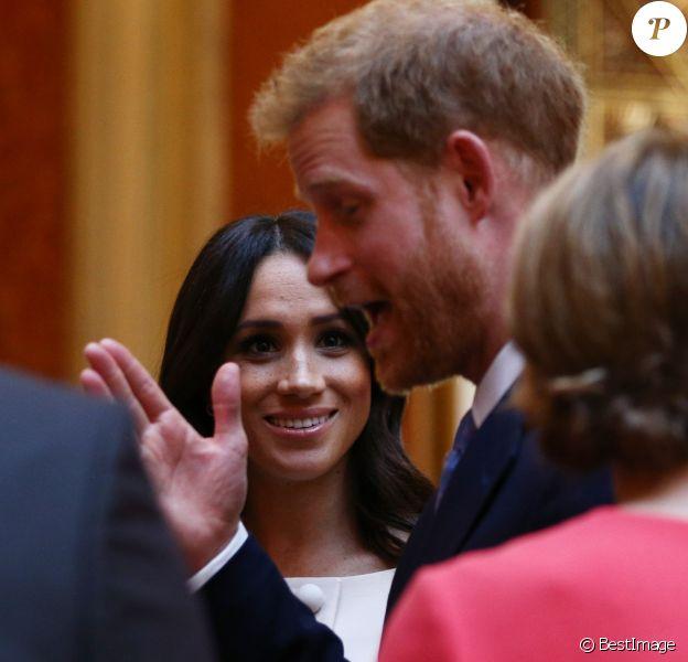 Le prince Harry, duc de Sussex, et Meghan Markle, duchesse de Sussex, au palais de Buckingham à Londres le 26 juin 2018 pour la réception des Queen's Young Leaders Awards.