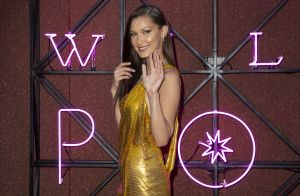 Bella Hadid pose topless en couverture de Vogue
