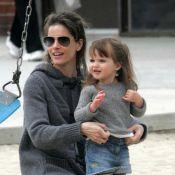 Amanda Peet : une super maman qui s'éclate au parc... avec sa choupinette de fille !