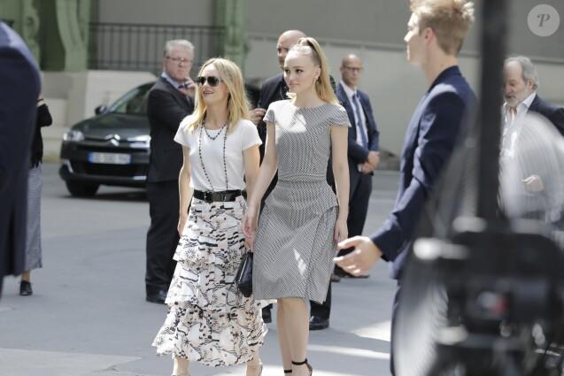 """Vanessa Paradis (épouse Benchetrit) et sa fille Lily-Rose Depp - 2e défilé de mode """"Chanel"""", collection Haute-Couture automne-hiver 2018/2019, à Paris. Le 3 juillet 2018 © Olivier Borde / Bestimage"""