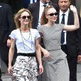 """Vanessa Paradis (épouse Benchetrit) et sa fille Lily-Rose Depp quittent le défilé de mode """"Chanel"""", collection Haute-Couture automne-hiver 2018/2019, à Paris. Le 3 juillet 2018 © CVS-Veeren / Bestimage"""