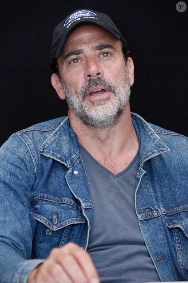 """Jeffrey Dean Morgan, en conférence de presse pour la série """"The Walking Dead"""". Le 23 juillet 2016 au Hilton Hotel, à San Diego, pour le Comic Con."""