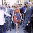 Céline Dion pose pour les photographes lorsqu'elle sort des studios de la NBC à New York. Le 21 juillet 2016. Elle est accompagnée de Aldo Giampolo et de son designer Law Roach.