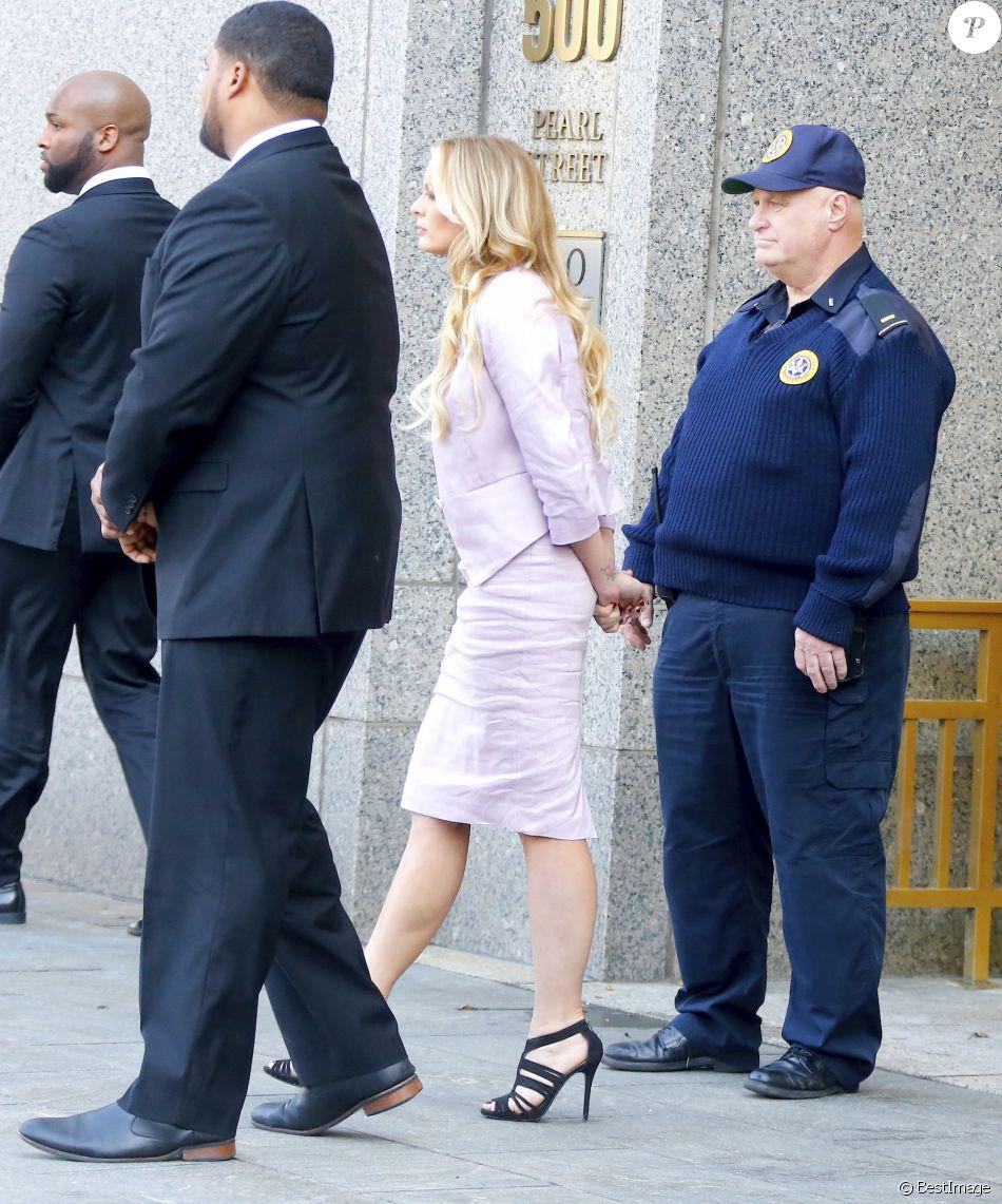 Stormy Daniels à la sortie du tribunal dans le quartier de Manhattan à New York. Le 16 avril 2018