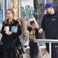 Exclusif - Nicole Richie et son mari Joel Madden se baladent avec leurs enfants Harlow et Sparrow Madden dans les rues de Sherman Oaks, le 25 mai 2018