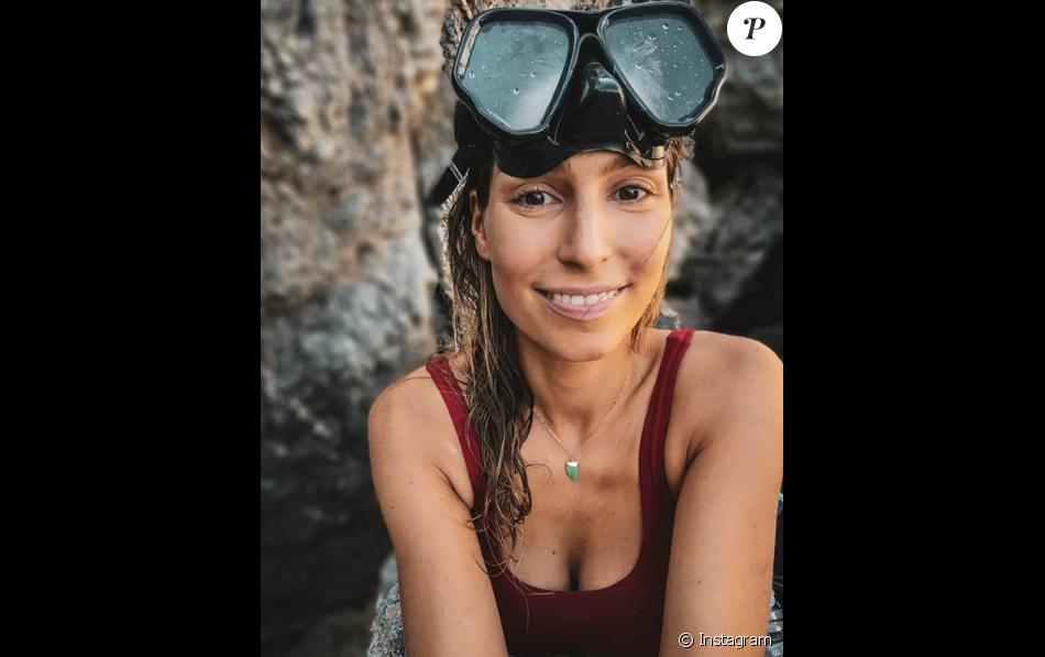 Laury Thilleman sans mquillage sur l'île de Porquerolles, le 23 juillet 2018.