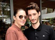 """Pierre Niney : Baiser tendre et """"mielleux"""" avec sa chérie Natasha Andrews"""