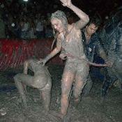 Lily-Rose Depp : Déchaînée lors d'un combat de boue !