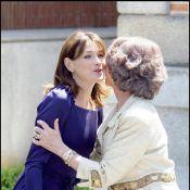 Carla Bruni : elle bouscule le protocole avec la reine Sofia... comme Michelle Obama !