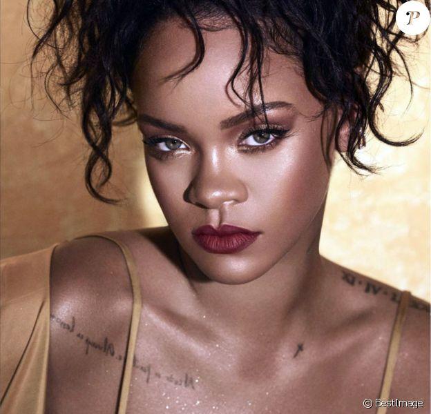 """Rihanna pose pour la campagne publicitaire de """"Fenty Beauty"""". New York, le 11 juillet 2018."""