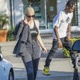 Kylie Jenner et son compagnon Travis Scott sont allés faire du shopping à la bijouterie Polacheck à Calabasas, le 13 août 2018