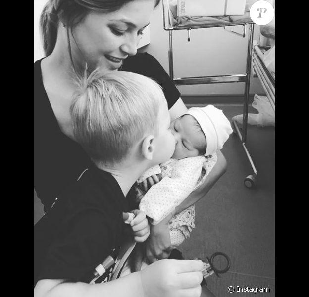 Géraldine Pillet, compagne de Nikola Karabatic, avec ses enfants Alek et Nora. La petite dernier est née le 6 août 2018.