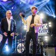 """Exclusif - Le père d'Avicii, Klas Bergling, accepte le prix Aftonbladets Rockbjörnen de la meilleure chanson suédoise de l'année pour la chanson de son fils """"Without You """" accompagné du compositeur Sandro Cavazza à Stockholm en Suède, le 15 aout 2018."""