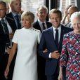 Le président Emmanuel Macron et sa épouse Brigitte Macron ont assisté à la la réception de retour offerte en l'honneur de Sa Majesté la reine Margrethe II de Danemark sur le parvis du théâtre royal de Copenhague, le 29 août 2018. © Ludovic Marin / Pool / Bestimage