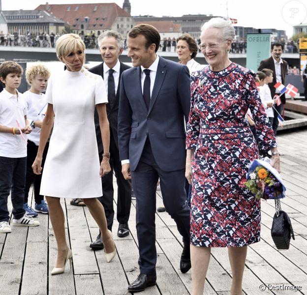 Le président Emmanuel Macron et sa épouse Brigitte Macron ont assisté à la réception de retour offerte en l'honneur de Sa Majesté la reine Margrethe II de Danemark sur le parvis du théâtre royal de Copenhague, le 29 août 2018.