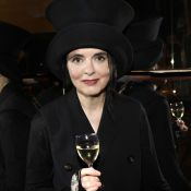 """Amélie Nothomb : Devinez dans quoi passe """"l'essentiel de ses droits d'auteur"""""""