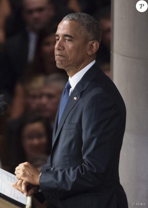 Barack Obama prononçant quelques mots aux funérailles de John McCain à Washington lors du service commémoratif organisée à Washigton le 1er septembre 2018