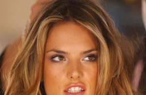 La magnifique Alessandra Ambrosio... se dévoile toujours plus ! Que c'est beau !