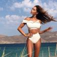 Nabilla sexy à Mykonos le 19 aoput 2018, son bikini interpelle.